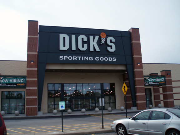 Store front of DICK'S Sporting Goods store in Monaca, PA