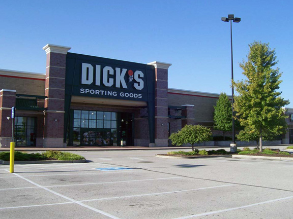 Store front of DICK'S Sporting Goods store in Chesterfield, MO