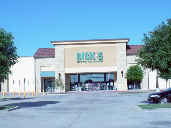 Store front of DICK'S Sporting Goods store in Flower Mound, TX