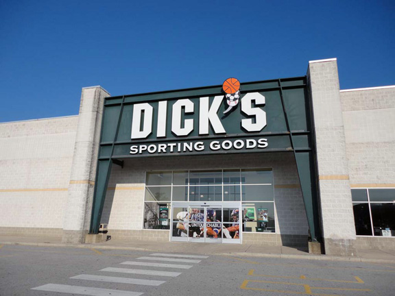 Store front of DICK'S Sporting Goods store in Newark, DE