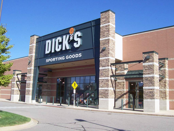Store front of DICK'S Sporting Goods store in Chesterfield Twp, MI