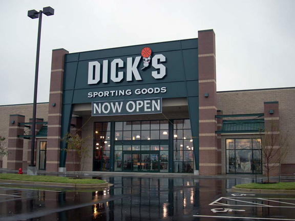 Store front of DICK'S Sporting Goods store in Memphis, TN
