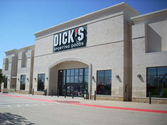 Store front of DICK'S Sporting Goods store in Rockwall, TX
