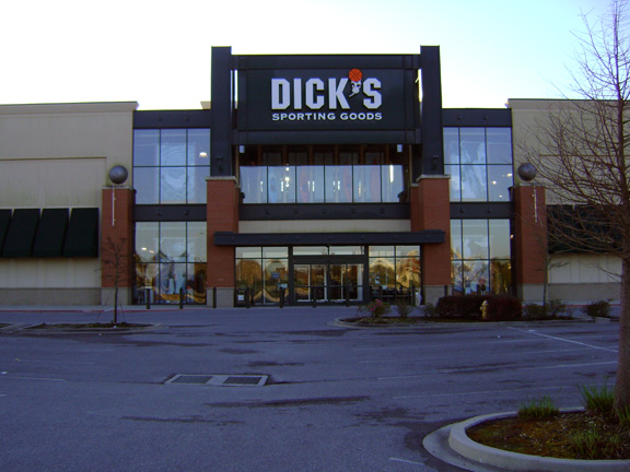 Store front of DICK'S Sporting Goods store in Baton Rouge, LA