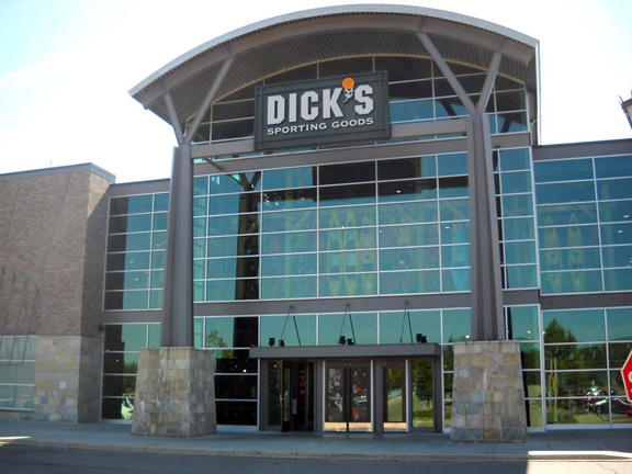 Store front of DICK'S Sporting Goods store in Novi, MI