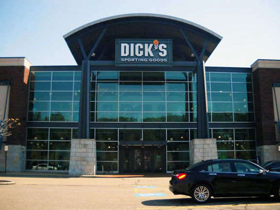Store front of DICK'S Sporting Goods store in Lyndhurst, OH