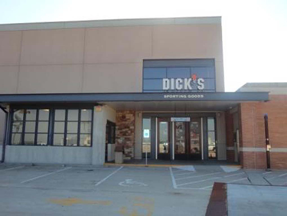 Store front of DICK'S Sporting Goods store in Des Peres, MO