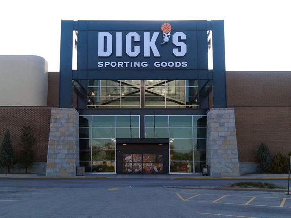 Store front of DICK'S Sporting Goods store in Orland Park, IL