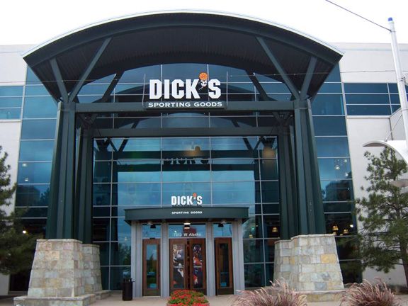Store front of DICK'S Sporting Goods store in Lakewood, CO