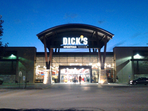 Store front of DICK'S Sporting Goods store in Algonquin, IL