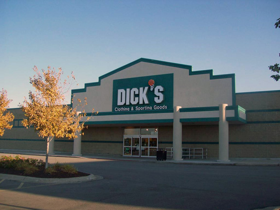 Store front of DICK'S Sporting Goods store in Rockford, IL