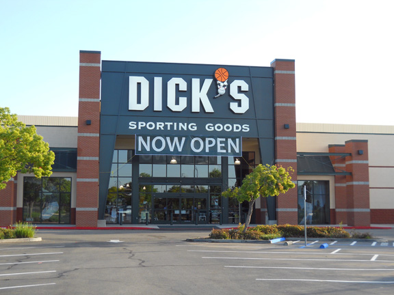 Store front of DICK'S Sporting Goods store in Fresno, CA