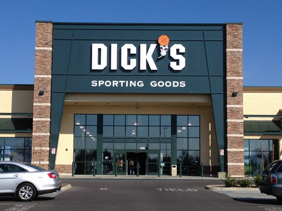 Store front of DICK'S Sporting Goods store in Clovis, CA