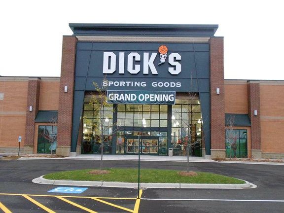 Store front of DICK'S Sporting Goods store in Naperville, IL