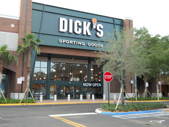 Store front of DICK'S Sporting Goods store in Plantation, FL