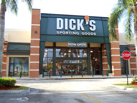 Store front of DICK'S Sporting Goods store in Pembroke, FL