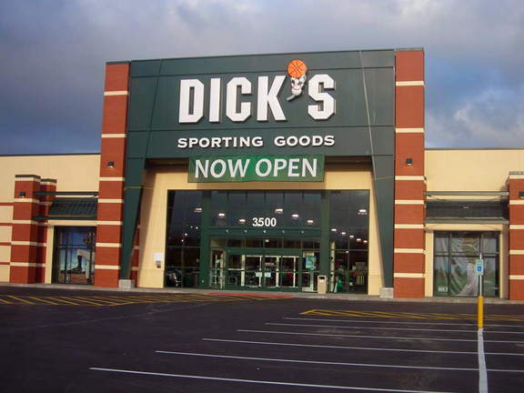Store front of DICK'S Sporting Goods store in Puyallup, WA