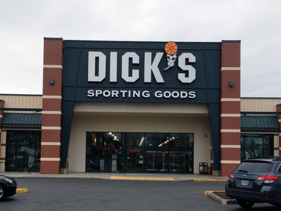 Store front of DICK'S Sporting Goods store in Salem, OR
