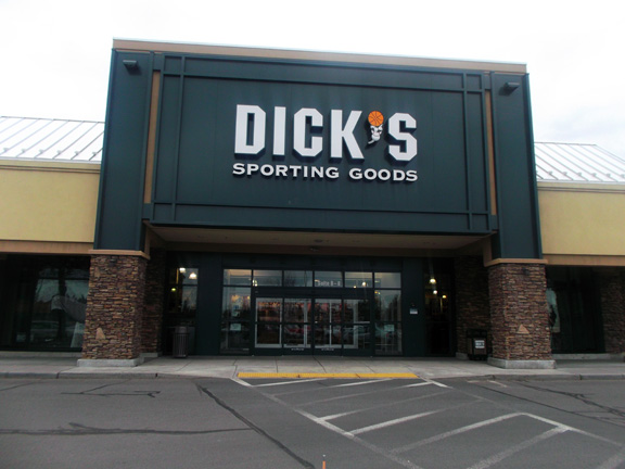 Store front of DICK'S Sporting Goods store in Bend, OR