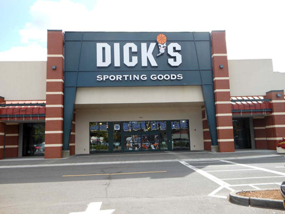 Store front of DICK'S Sporting Goods store in Gresham, OR
