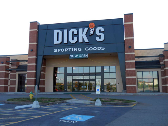 Store front of DICK'S Sporting Goods store in Clarksville, TN