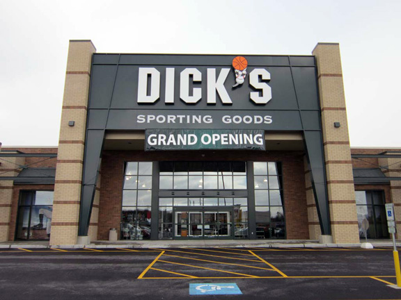 Store front of DICK'S Sporting Goods store in Boardman, OH