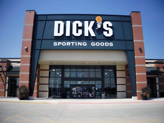 Store front of DICK'S Sporting Goods store in Waterloo, IA