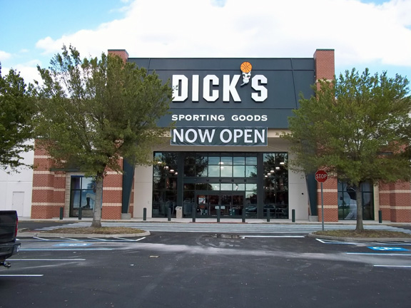 Store front of DICK'S Sporting Goods store in Orlando, FL