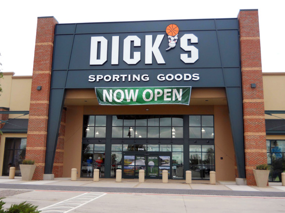 Store front of DICK'S Sporting Goods store in Fort Worth, TX