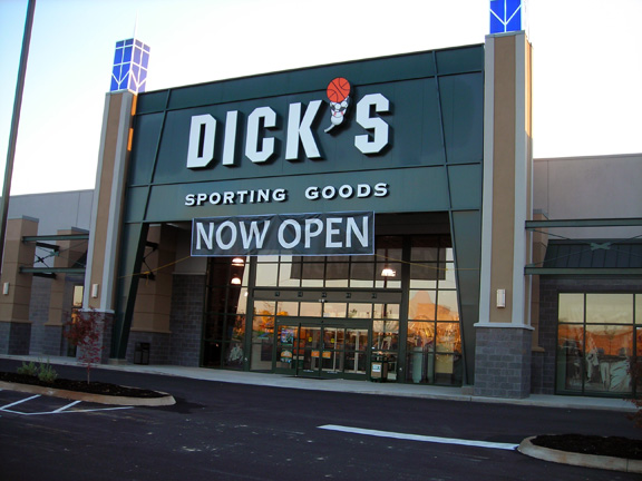 Store front of DICK'S Sporting Goods store in Alcoa, TN