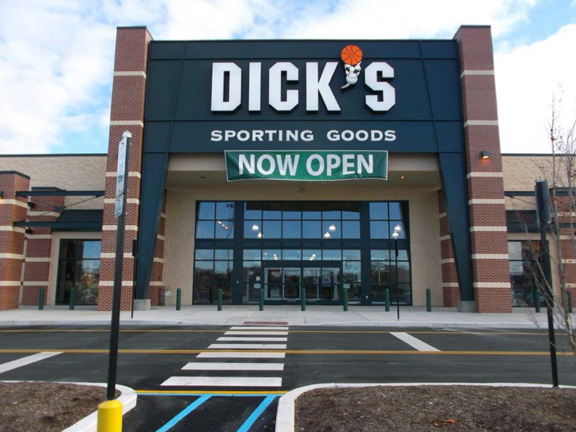 Store front of DICK'S Sporting Goods store in Dover, DE