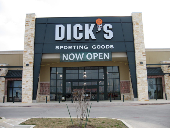 Store front of DICK'S Sporting Goods store in New Braunfels, TX
