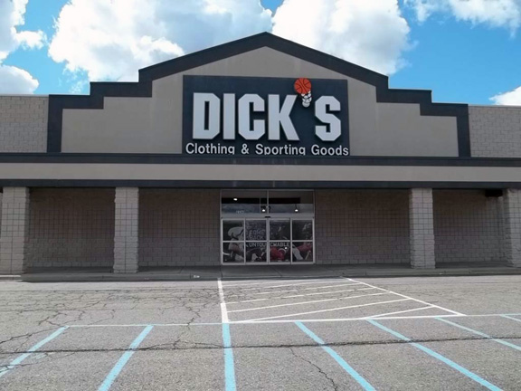 Store front of DICK'S Sporting Goods store in Taylor, MI
