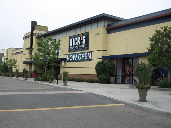 Store front of DICK'S Sporting Goods store in Ladera Ranch, CA