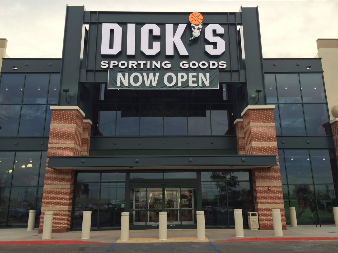 Store front of DICK'S Sporting Goods store in Cerritos, CA