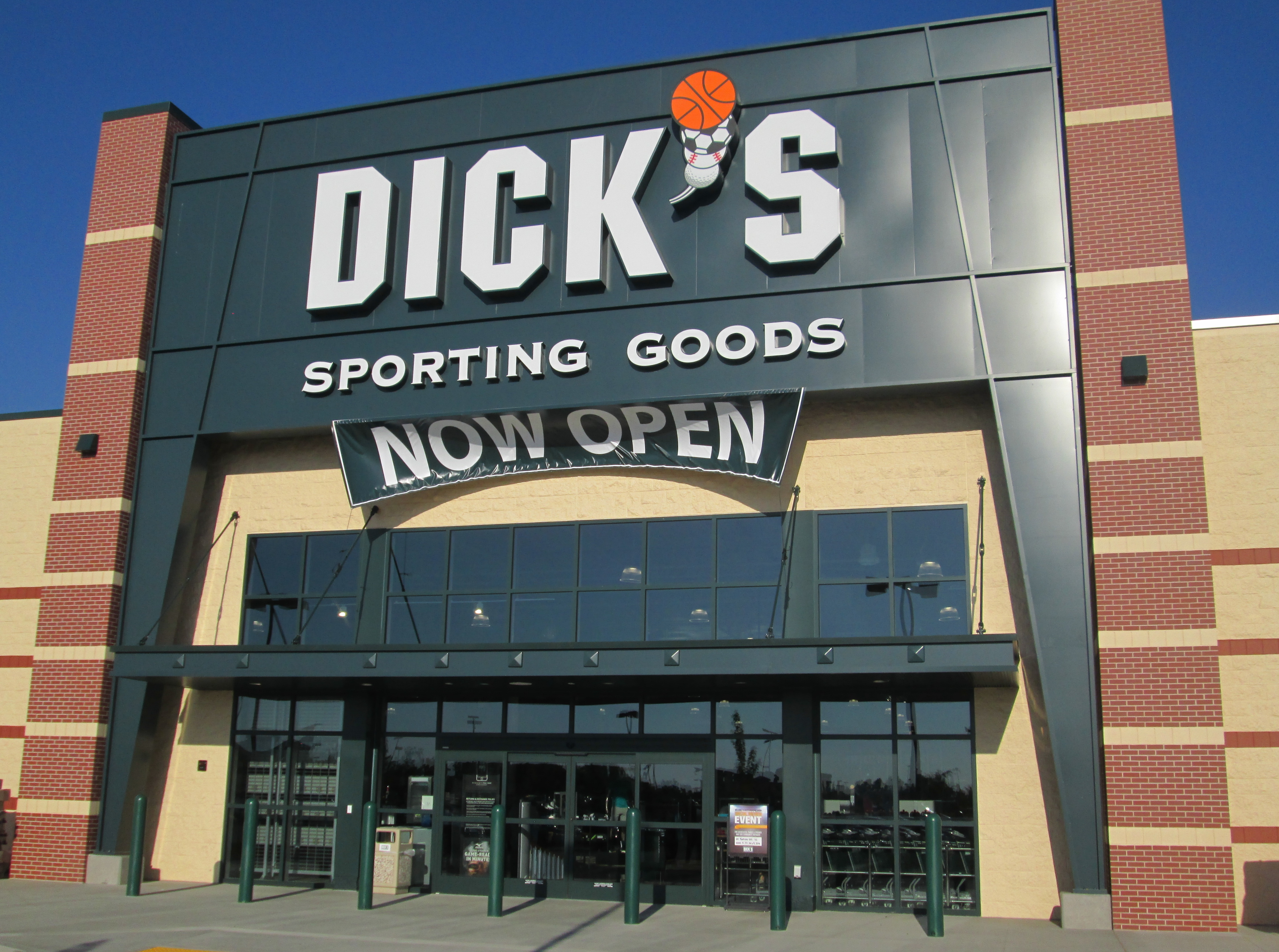 Store front of DICK'S Sporting Goods store in Lodi, CA