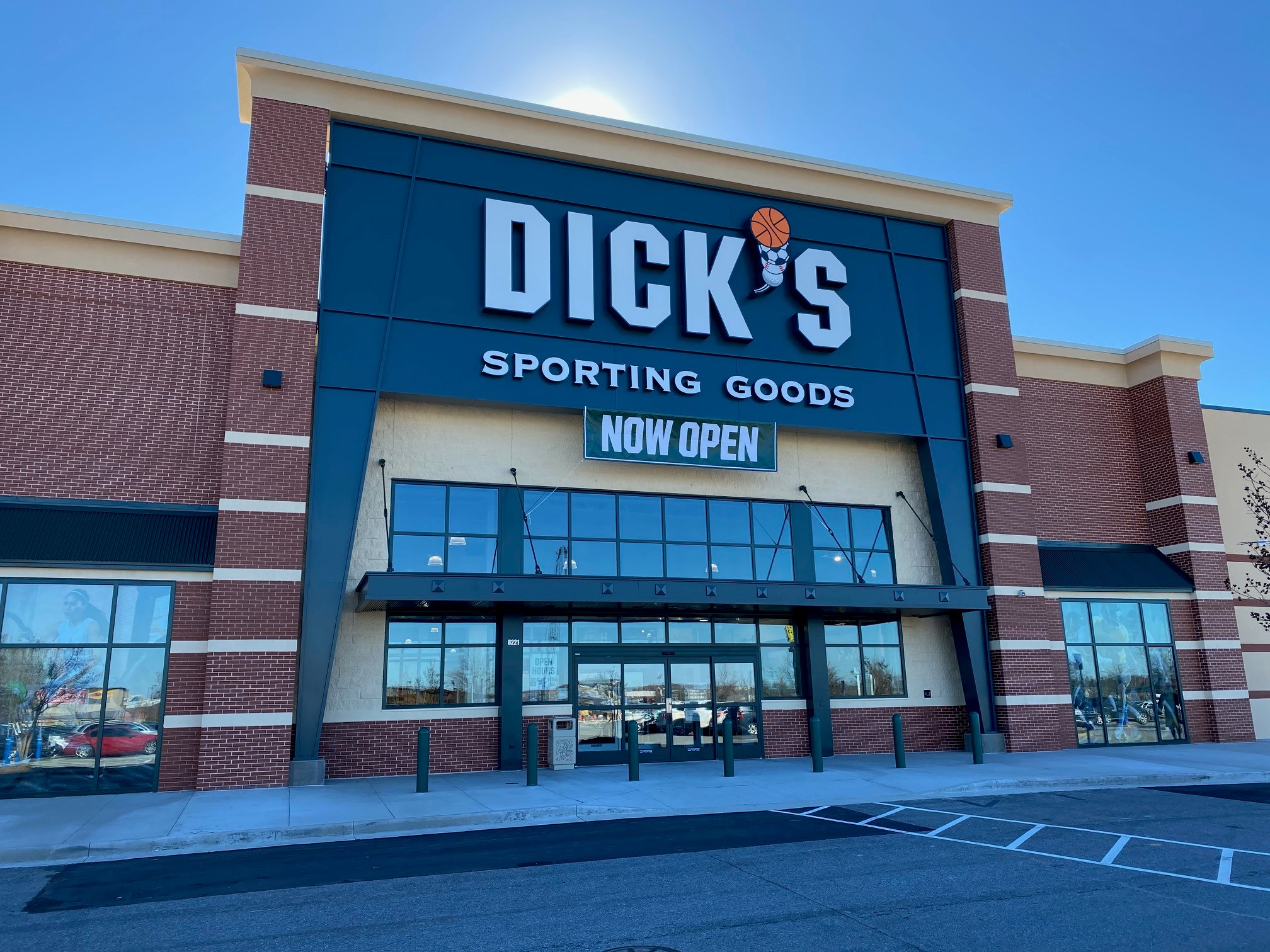 Store front of DICK'S Sporting Goods store in Concord, NC